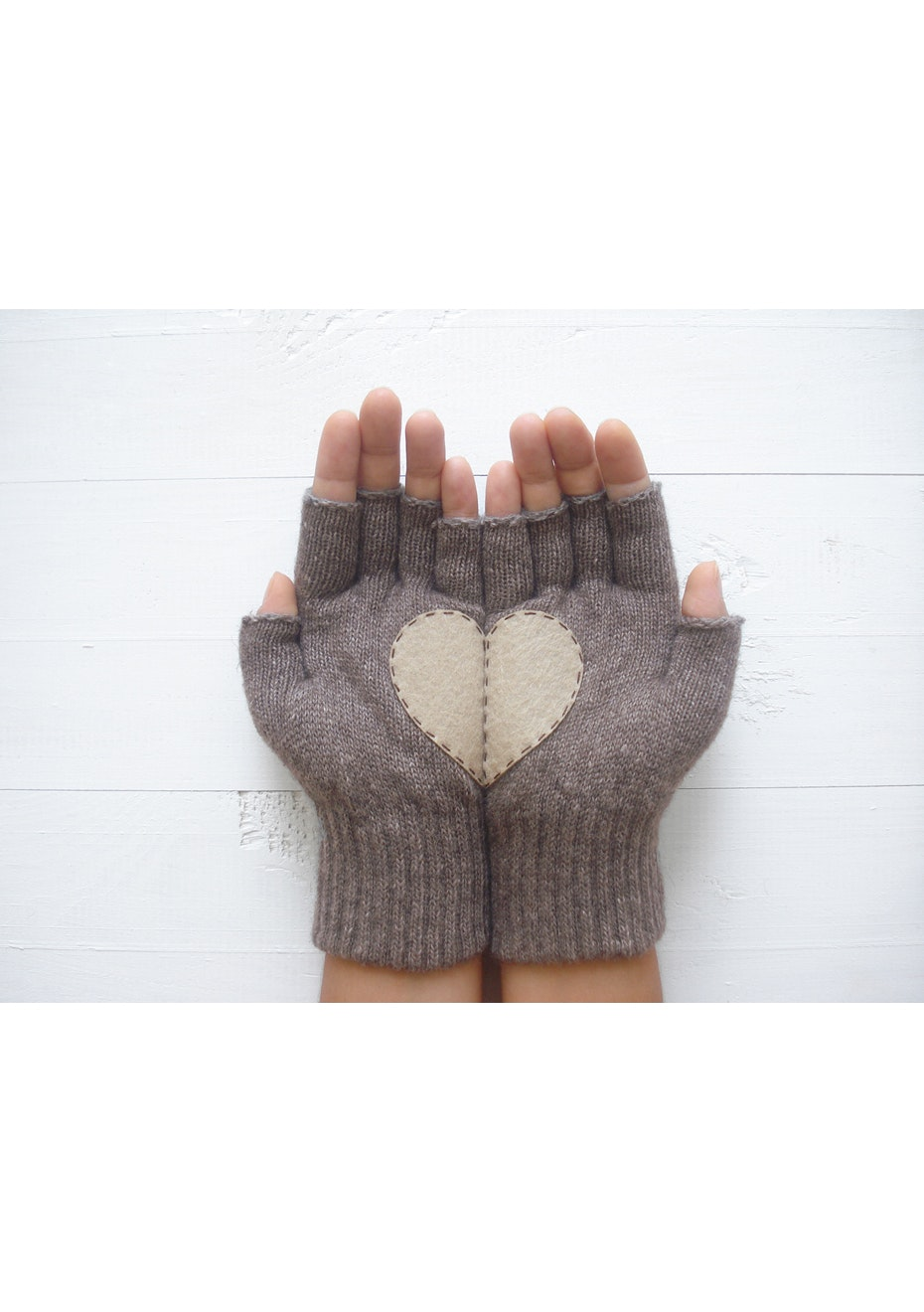 Heart Fingerless Gloves - Fawn/Taupe