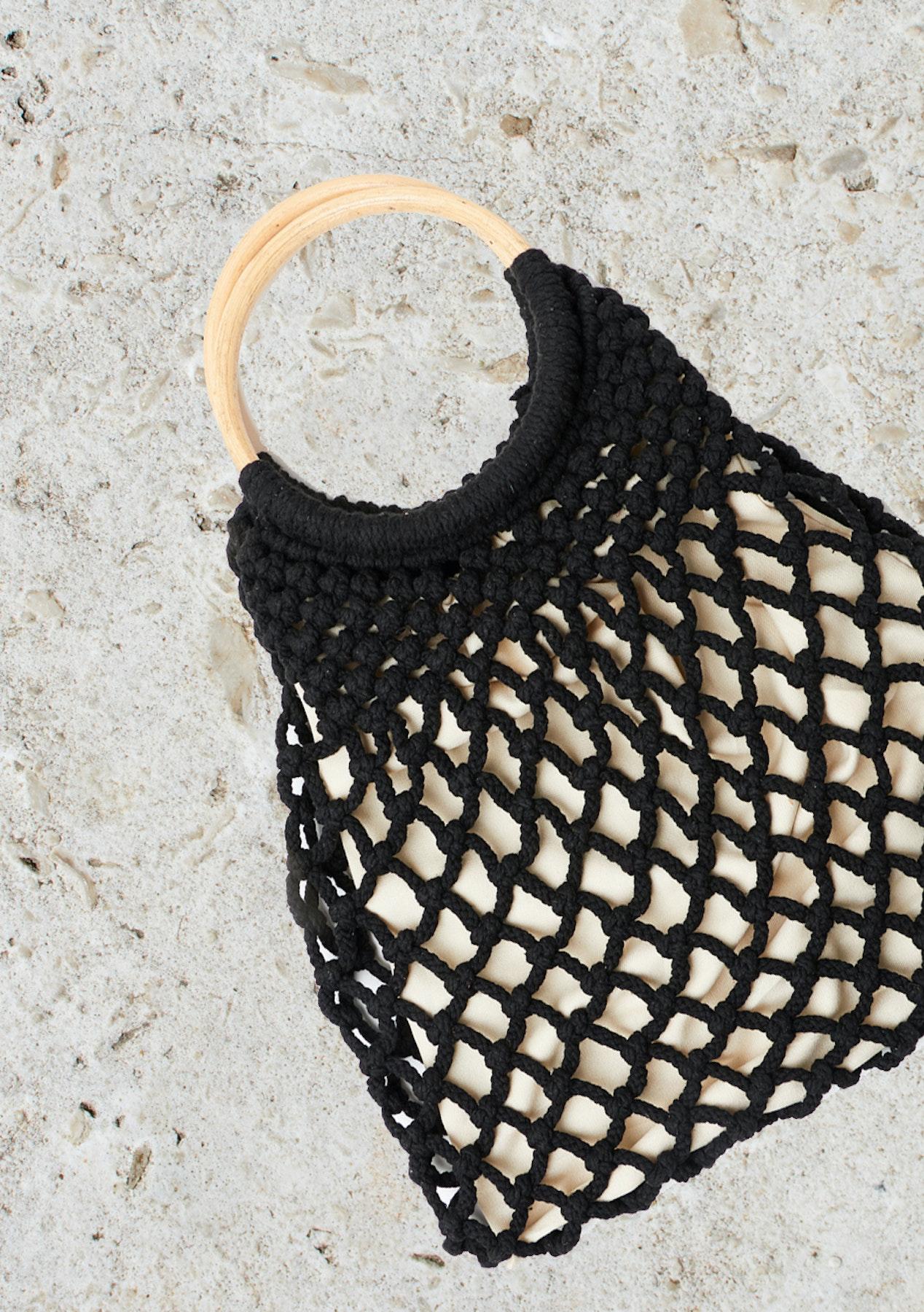 Circular Wooden Handle Net Handbag Black