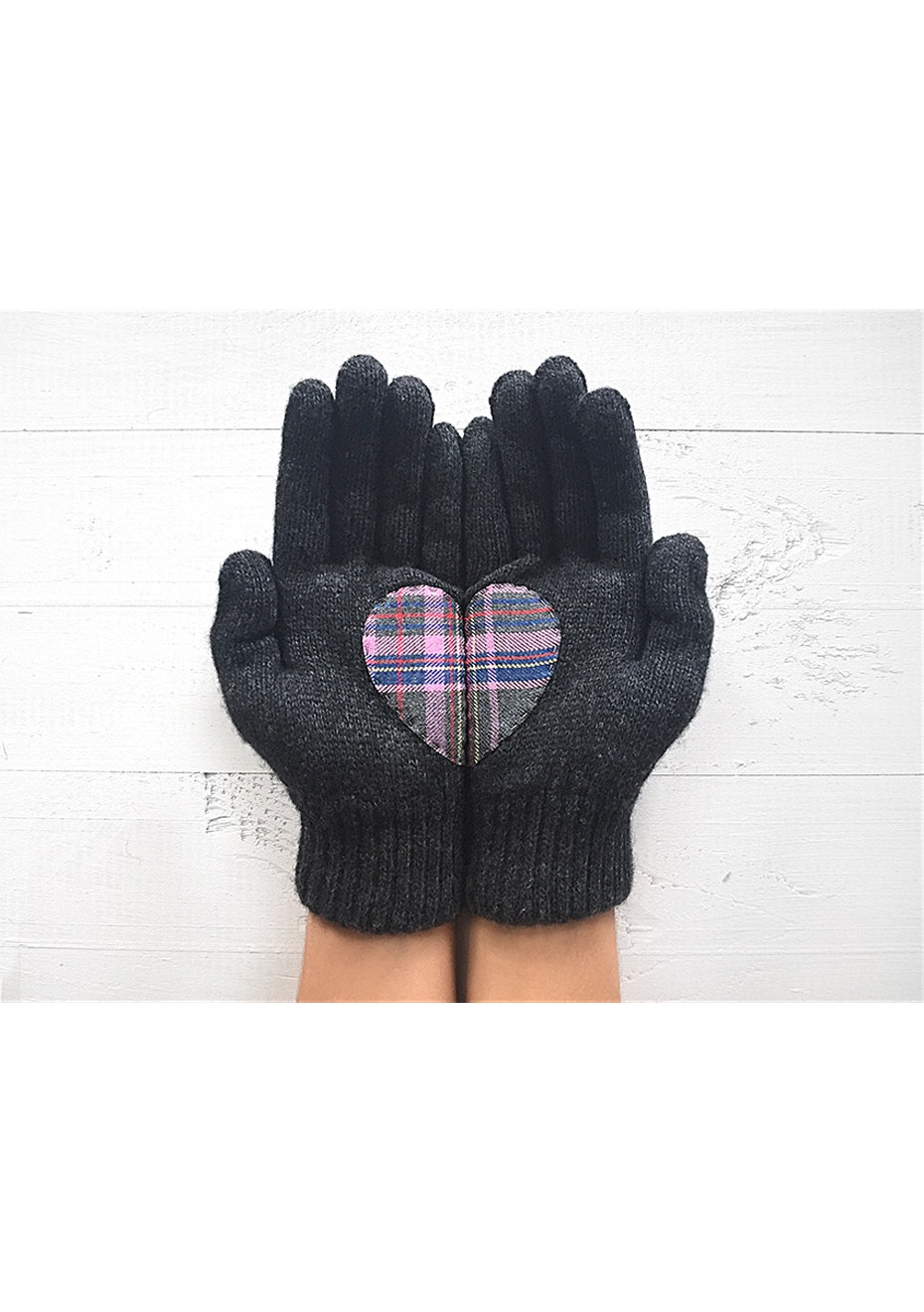 Heart Gloves - Charcoal/Plaid