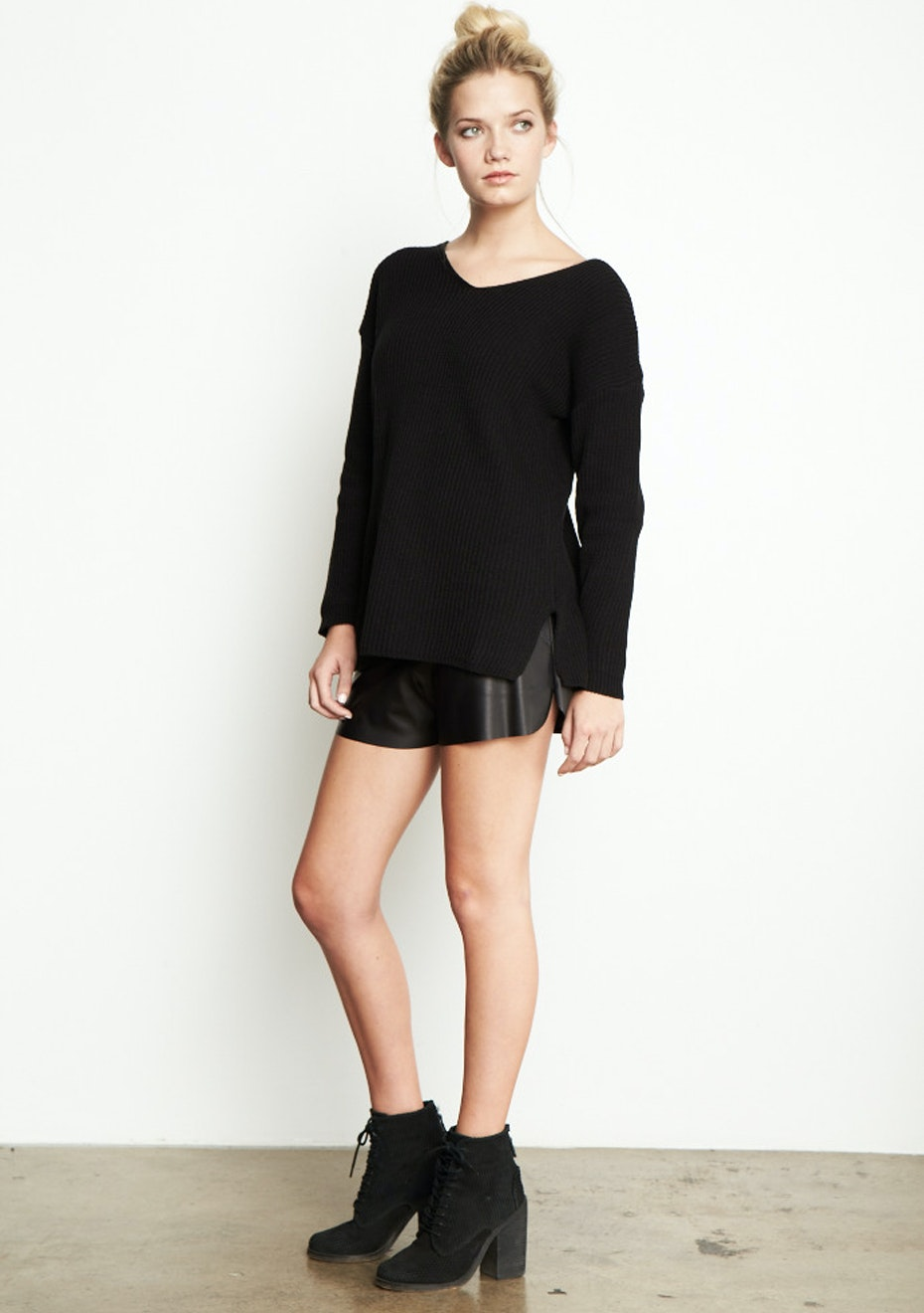 Achro - Chunky V-Neck Sweater  - Black