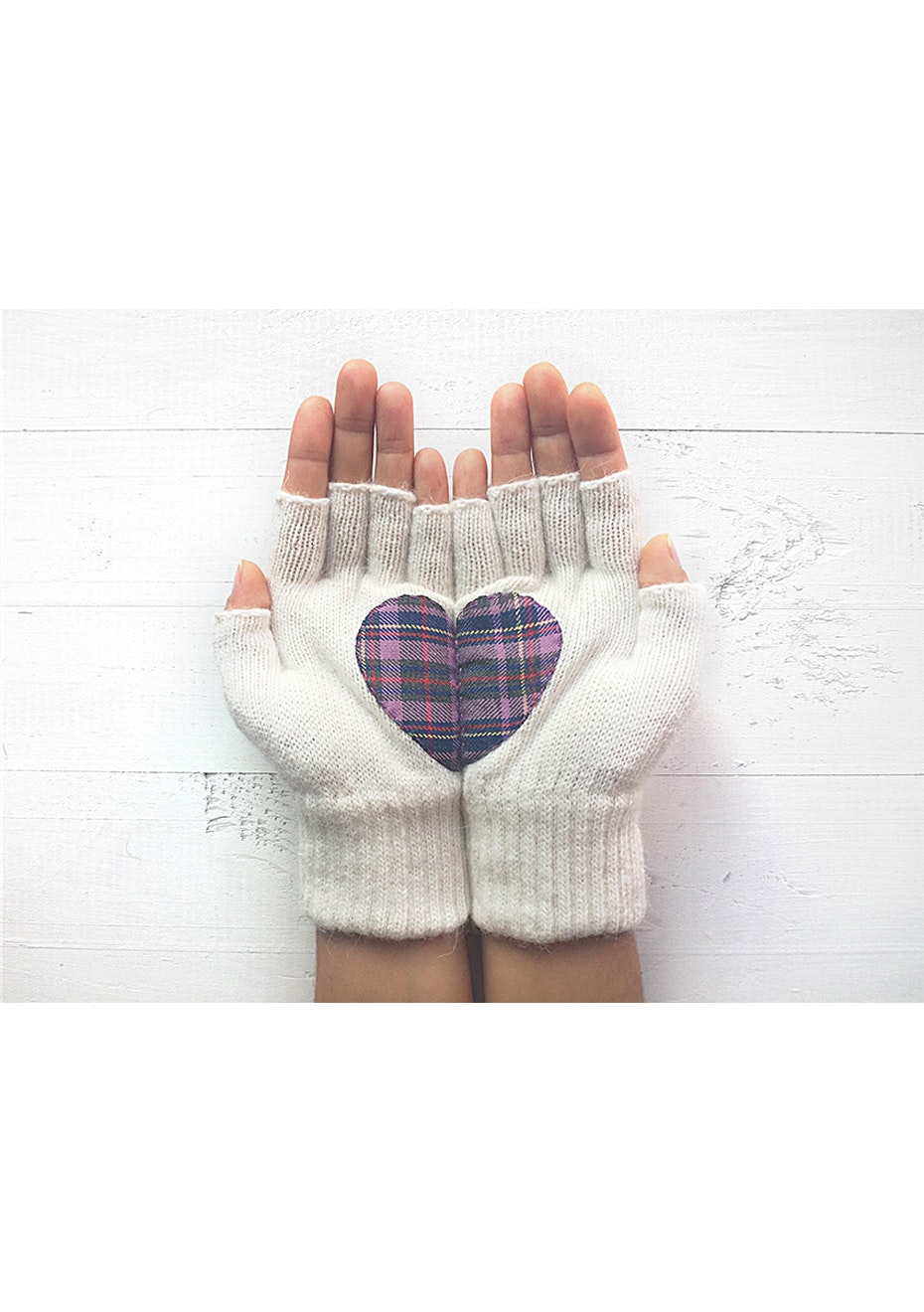 Heart Fingerless Gloves - Cream/Plaid