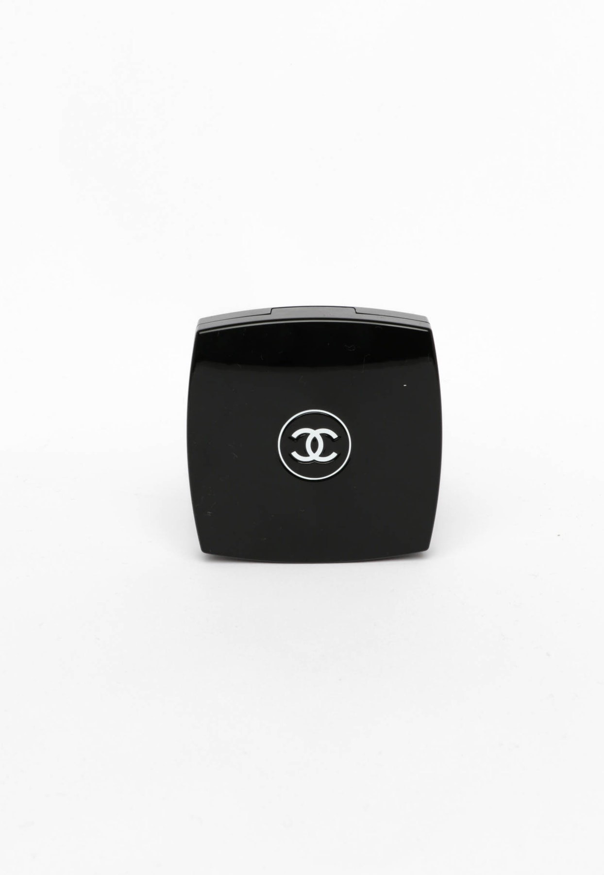 Chanel Poudre Universelle Compacte Natural Finish Pressed Powder 10 Libre Limpide Bobbi Brown Onceit