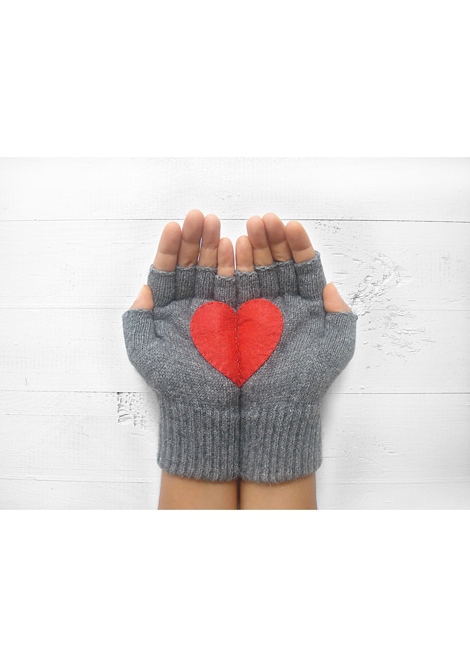 Heart Fingerless Gloves - Concrete/Red