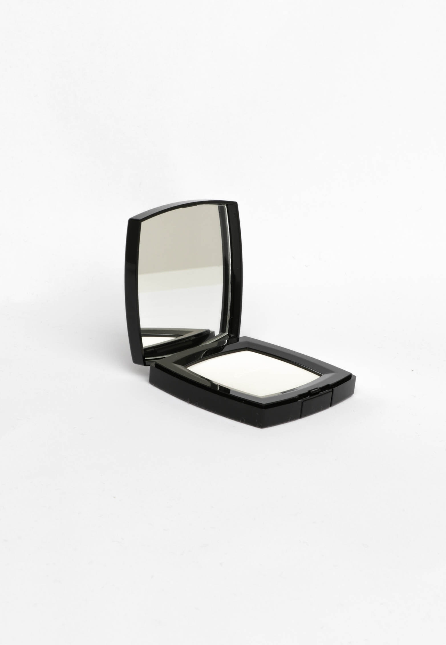 Chanel Poudre Universelle Compacte Natural Finish Pressed Powder #10 Limpide