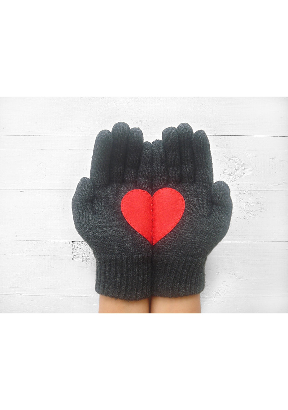 Heart Gloves - Charcoal/Red