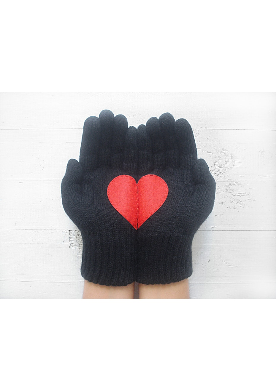 Heart Gloves - Black/Red