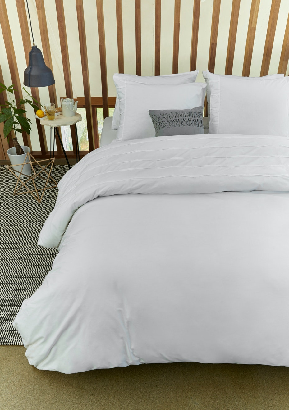 Campana White Quilt Cover Set- Queen Bed